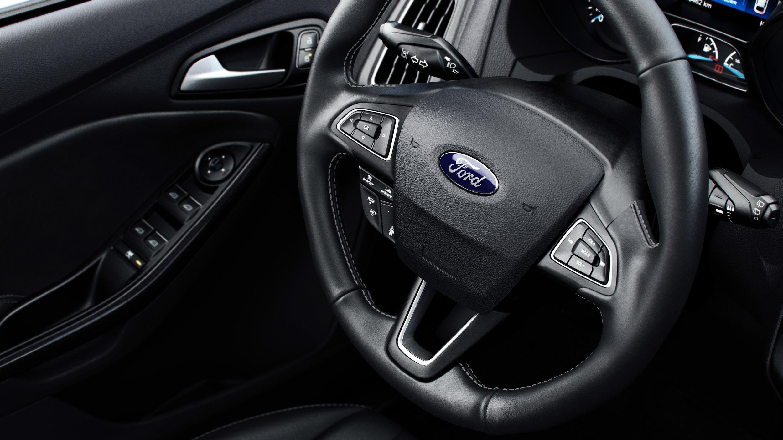 C346_50mm_CloseUp_SteeringWheelDoor_CC.jpg