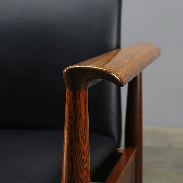 Details, details. Finn Juhl 'Diplomat' chair in rosewood and black leather. Pair available now.  #finnjuhl #diplomatchair #vintagefurniture #danishmodernfurniture #midcenturyfurniture #midcenturymodern #danishmodern #chairporn #madsen_modern