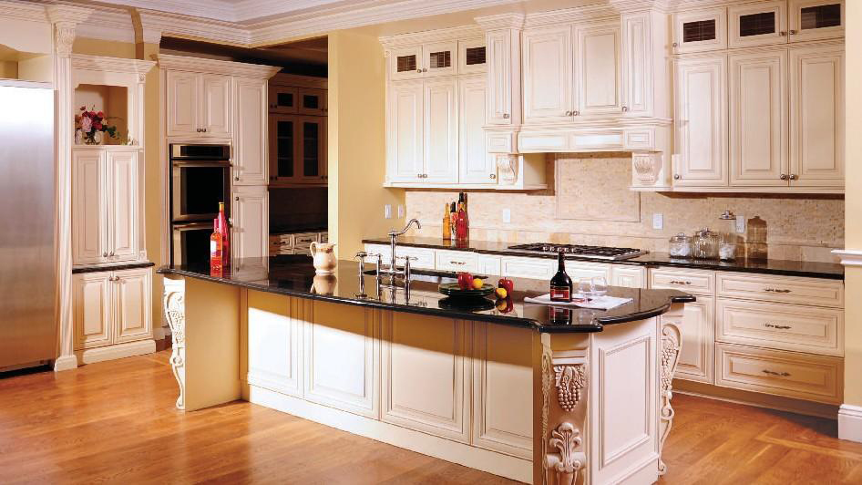 A7_Creme_colored_maple_wood_cabinets_with_a_bold_bronze_glaze_in_traditional_style_04.jpg