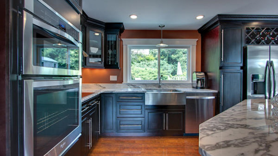 K8_Expresso_stained_maple_wood_cabinets_in_a_sleek_contemporary_style_06.jpg