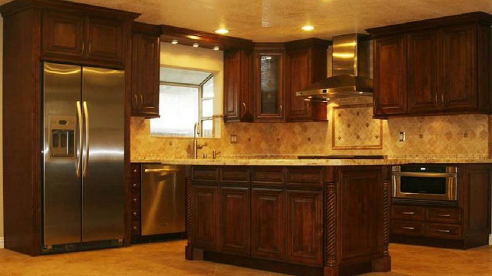M01_Chocolate_stained_maple_wood_cabinets_in_a_rick_dark_glaze_in_traditional_style_03.jpg