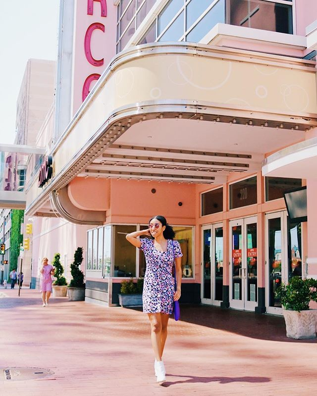 Does anyone here struggle with the whole walk and pose thing? Because I certainly do 🙈. Oh well, let's just admire my fave pink movie theater in the background instead 💕 . . . . . #springstyle #springstyleinspo #floraldress #affordablestyle #fashiononabudget #styleonabudget #downtownfortworth #fortworthtx #visitfortworth #sundancesquare