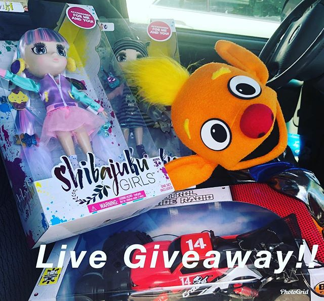Stay tuned tonight for our Holoholo with Wilson and Kiki giveaway!!! Tonight. We will be going live on Da Maui Sleigh Facebook Page. Answer three questions and you just might win! Thank you @funfactorygames and @bbabymaui_ for the prizes.