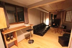 Chill-Out-Warm-up-Room-at-Lodge-Nagano-lo-res.jpg
