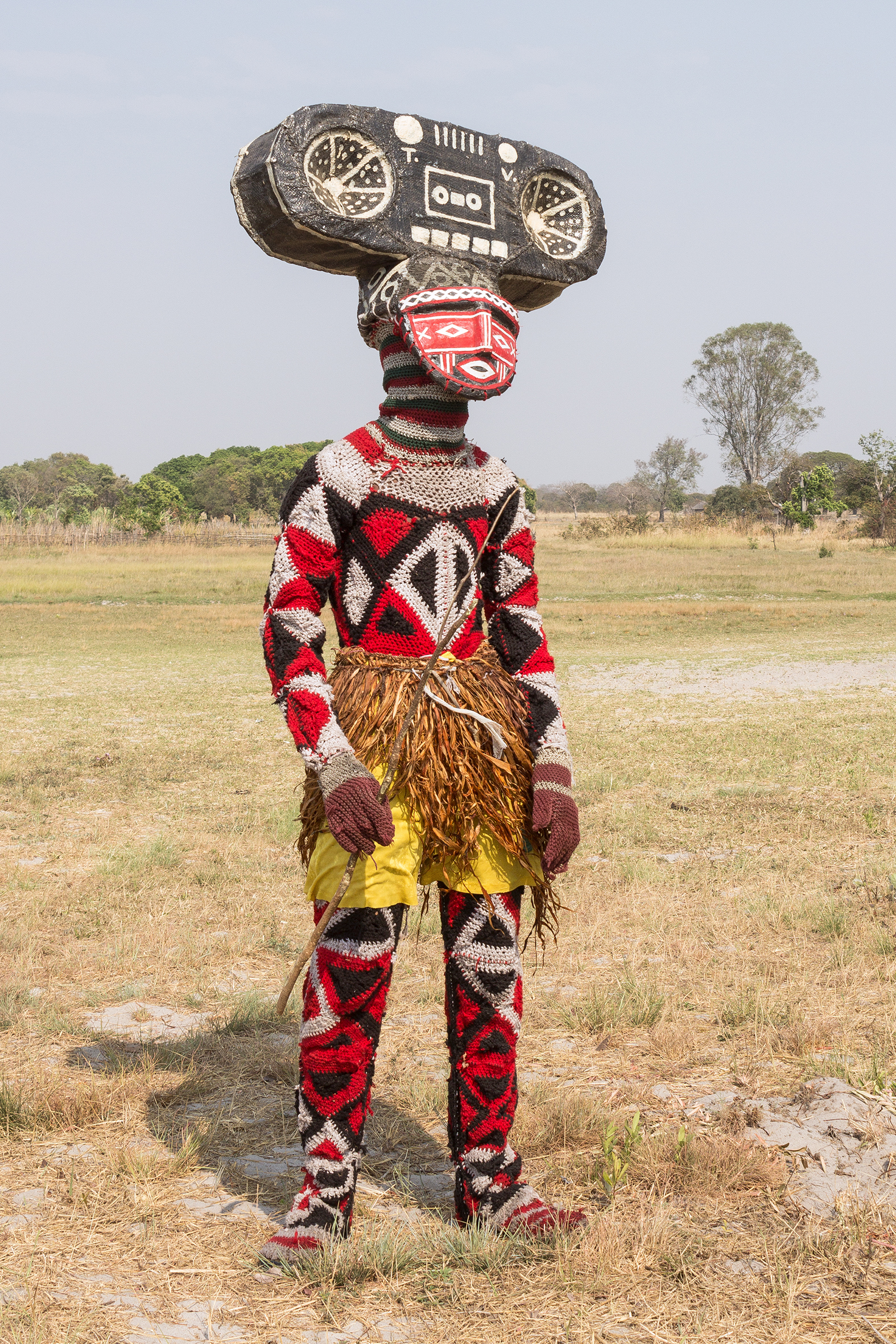- 18.07.2017: Ankündigung des Vortrags von Martin VorwerkWir laden Sie herzlich am 27. Juli um 19 Uhr zu unserem Kick-Off Prolog #8 im Japanischen Palais ein. Erleben Sie Martin Vorwerks Beobachtungen zu den verschiedenen Makishi-Maskeraden im Länderdreieck Angola, Sambia und der Demokratischen Republik Kongo.Basierend auf aktuellen Forschungen vor Ort wird eine Auswahl an Charakterentwicklungen vorgestellt, sowie deren Entstehung ergründet.Martin Vorwerk (*1986) studierte Kommunikationsdesign und Zeitbasierte Medien an der Hochschule der Bildenden Künste, Braunschweig (2007-2012) sowie Kunstgeschichte Afrikas an der Freien Universität Berlin (seit 2012).