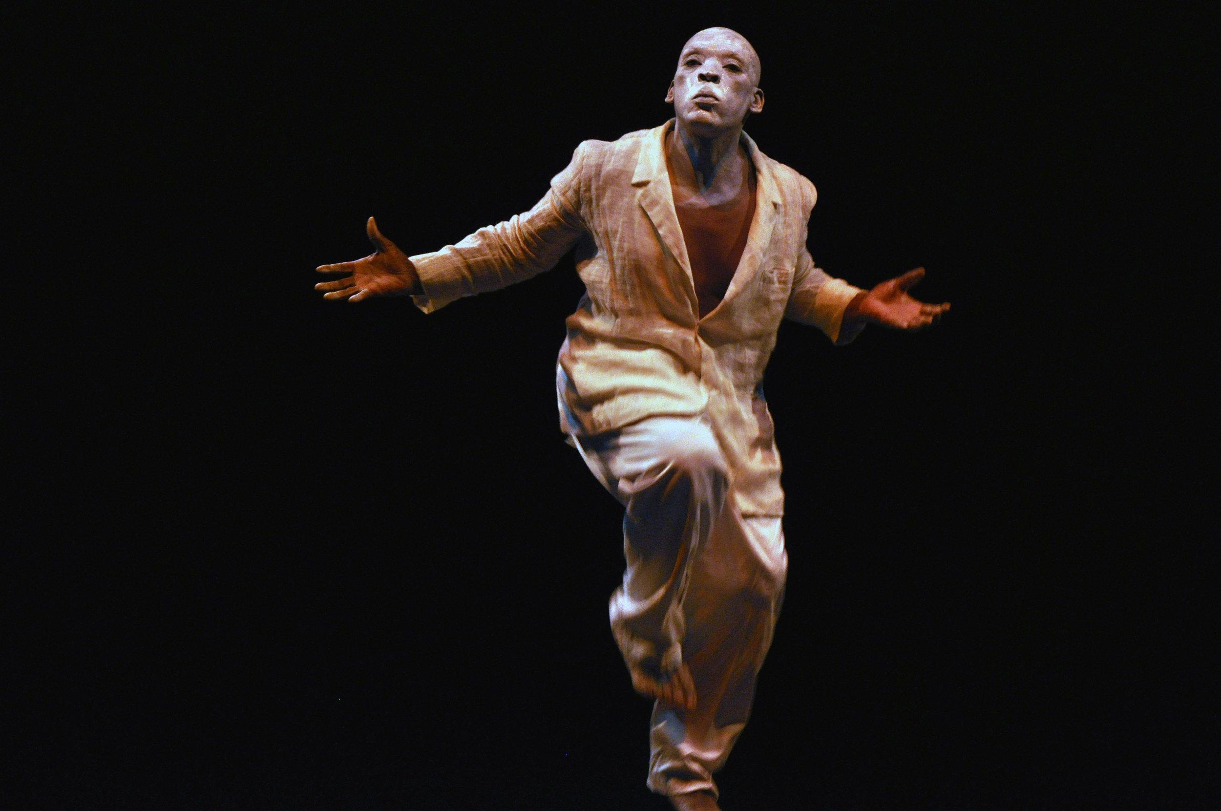 - 07.12.2017: Performance mit Vicent HarisdoNicht verpassen: Am 14. Dezember präsentieren wir um 19 Uhr neu in die Sammlung eingegangenen Egungun-Maskenanzüge aus Togo. Begleitet wird der Abend mit einer eindrucksvollen Choreografie des Tänzers Vincent Harisdo.