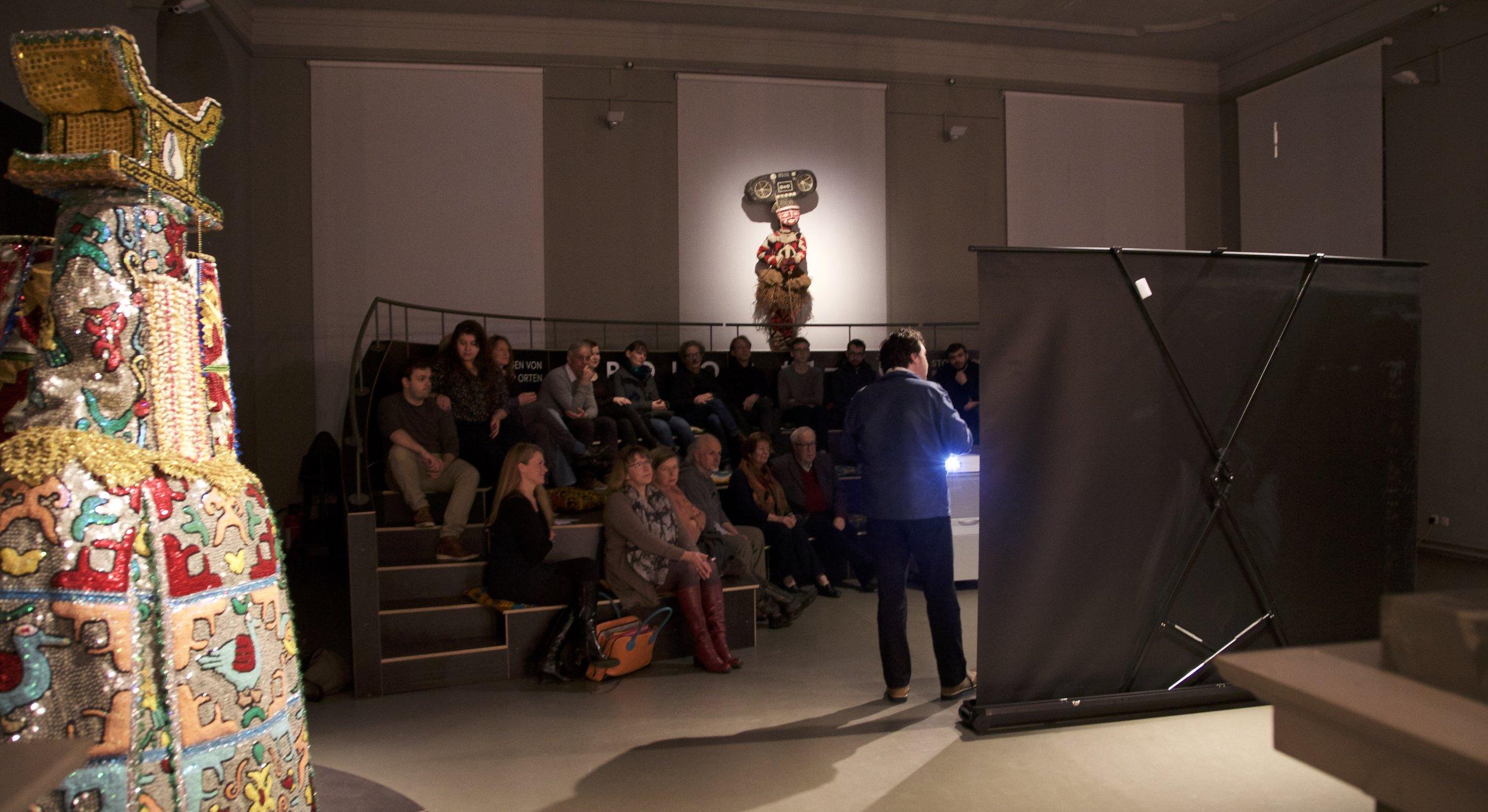 PROLOG - Kino - Am Freitag Abend haben wir in der Ausstellung zwei Filme gezeigt: