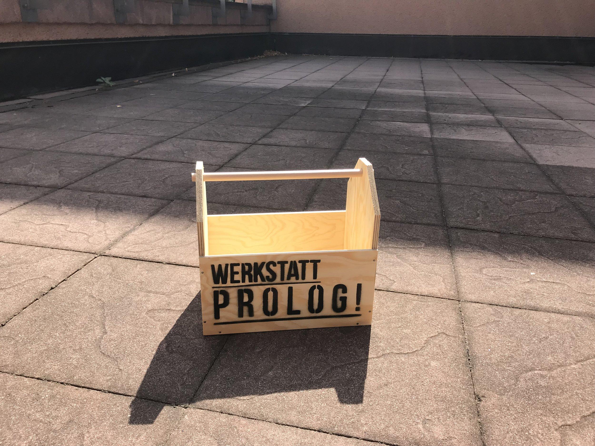 - 07.09.2018 Prolog WerkzeugkistePünktlich zum GRASSI-Fest haben wir für neugierige MuseumsbesucherInnen einen abenteuerlichen Rundgang durch die WERKSTATT PROLOG entwickelt. Kommt vorbei, nehmt euch eine Werkzeugkiste und los geht's!