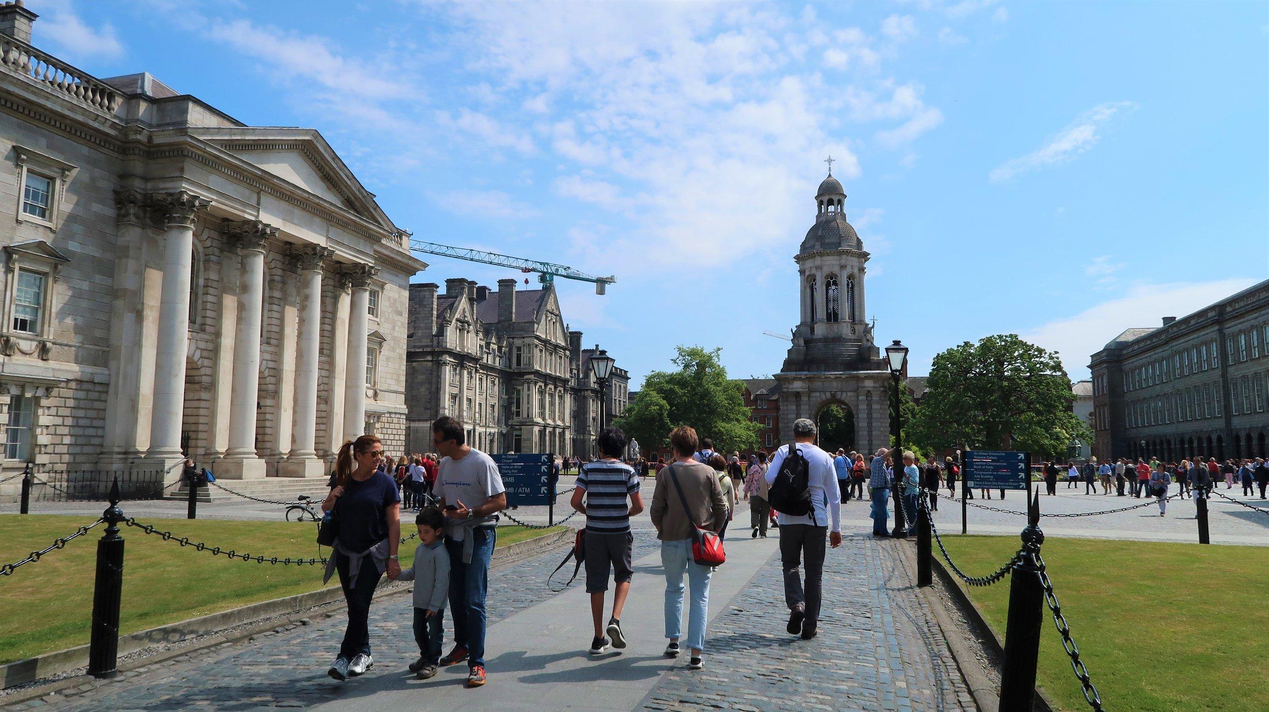 Trinity College Dublin, photo Amelie Rosengren Latinitium.com.JPG