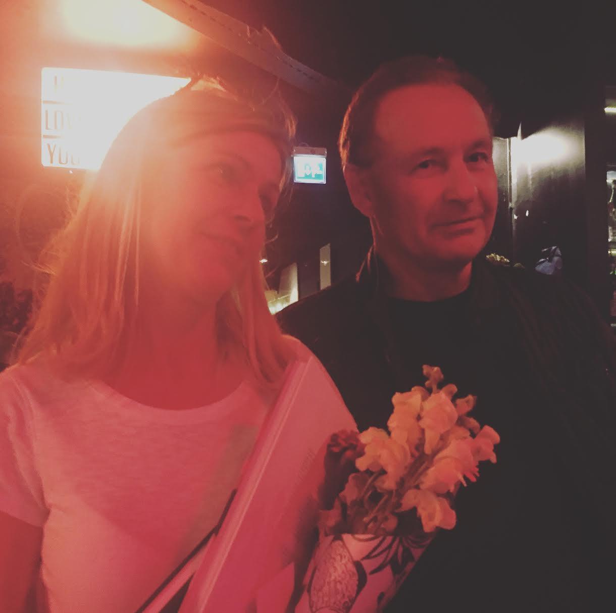 Karin Drangel på releasefesten för Den älskvärda tillsammans med vår lärare Sören Bondeson. Grattis Karin!