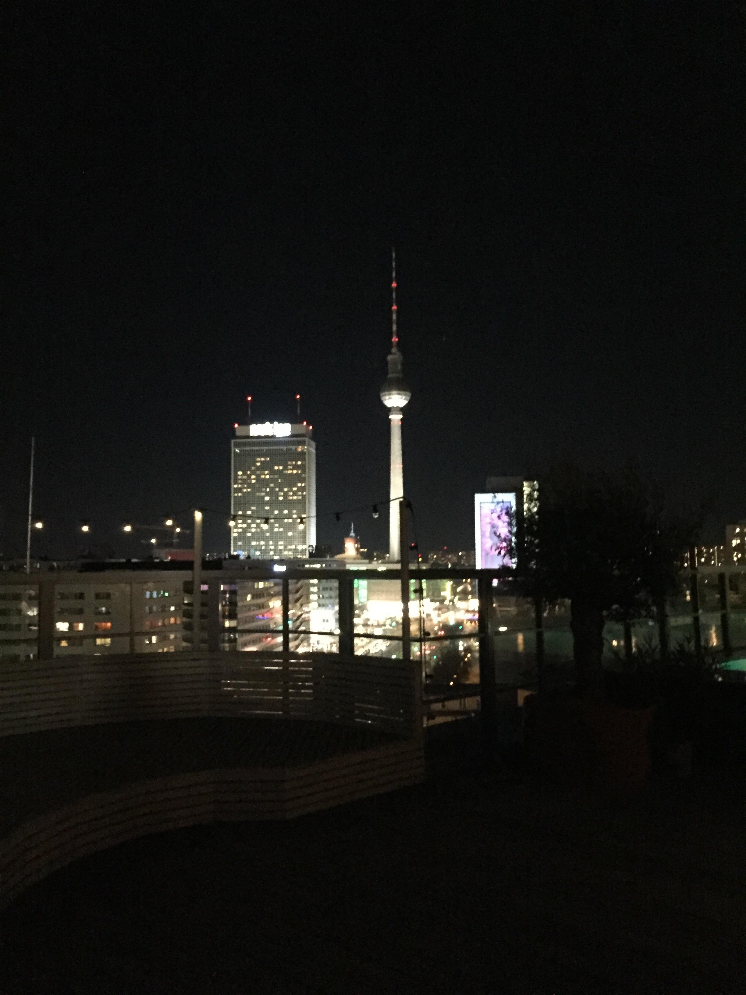 Berliner Fernsehturm från terrassen på  Soho House Berlin .