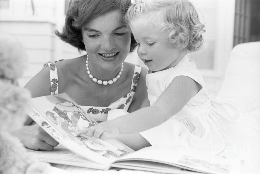 Jacqueline Kennedy and Caroline by Phillip Harrington, 1959 via The Harrington Collection/Alamy