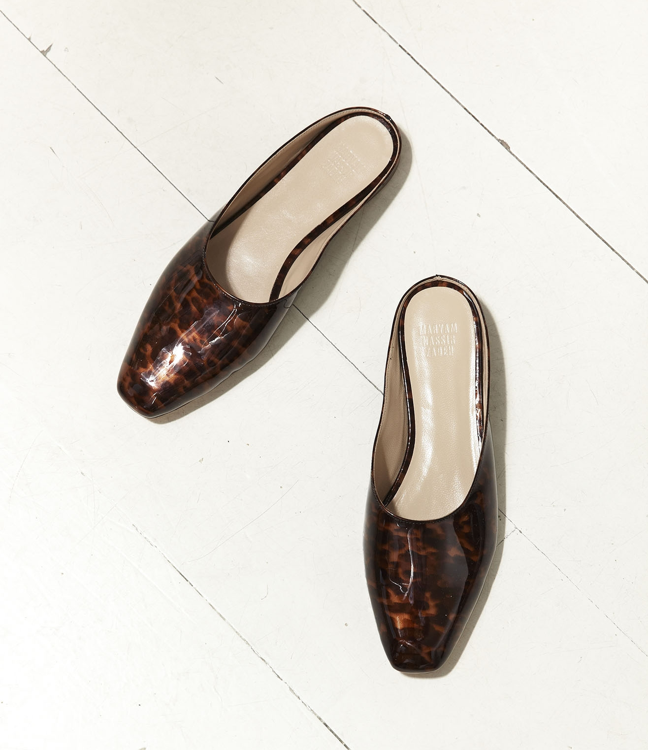 Here's a pair of on-trend shoes that I adore. Tortoise flats by Maryam Nassir Zadeh  via  Mr. Larkin.