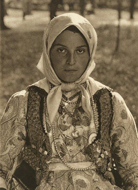 kurt-hielscher-old-romania-one-who-dresses-14.jpg
