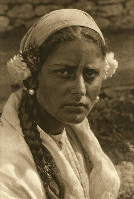 kurt-hielscher-old-romania-one-who-dresses-81.jpg