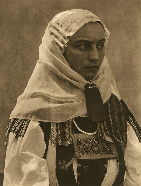 kurt-hielscher-old-romania-one-who-dresses-30.jpg