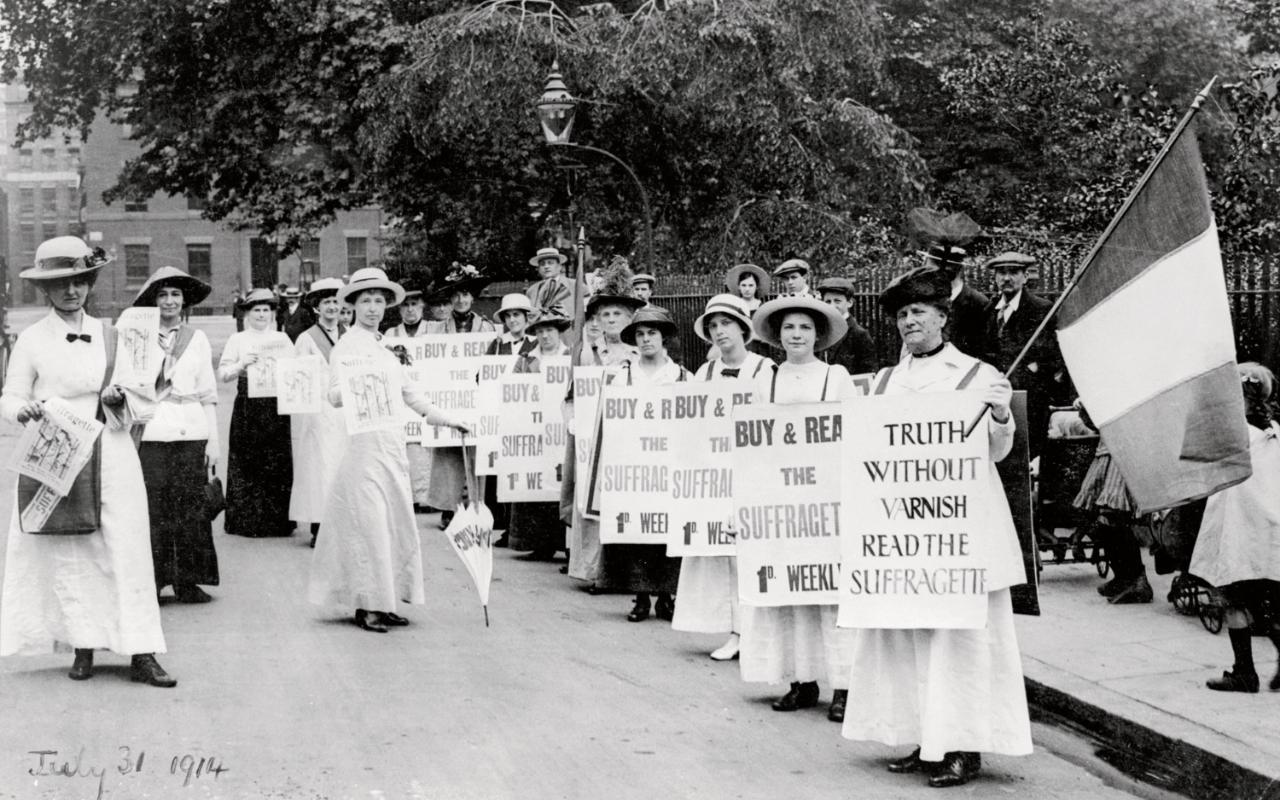suffragettes-wearing0white-1914.jpg
