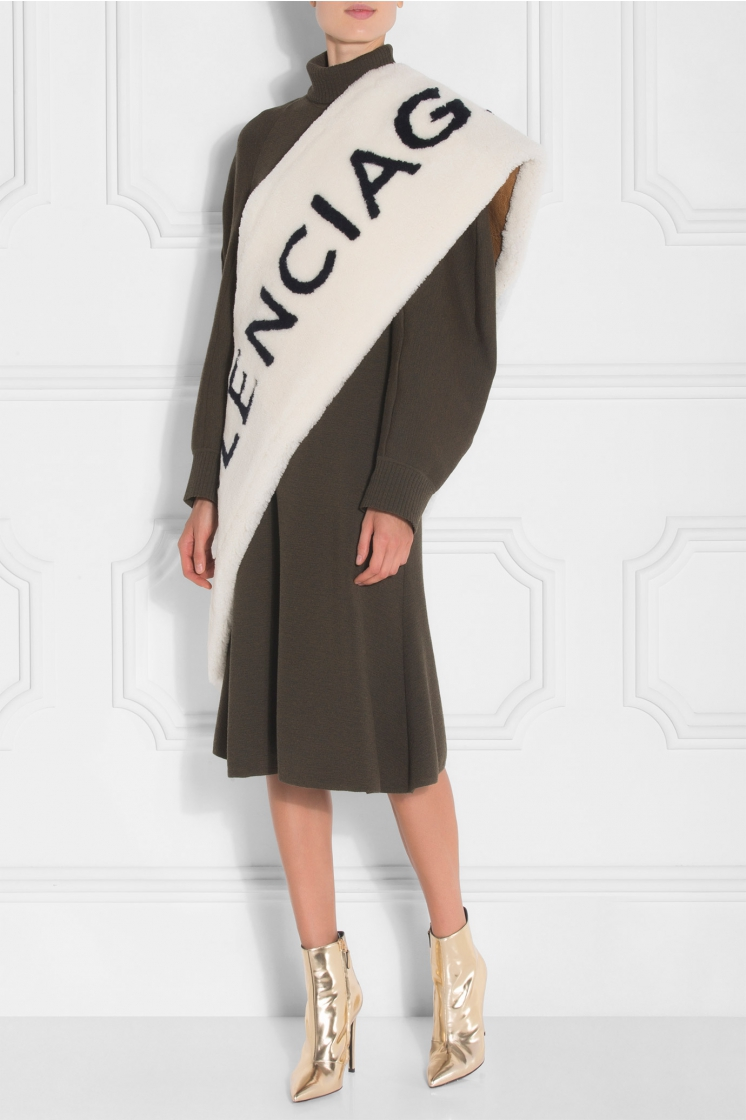 balenciaga-white-shearling-scarf-logo.jpg