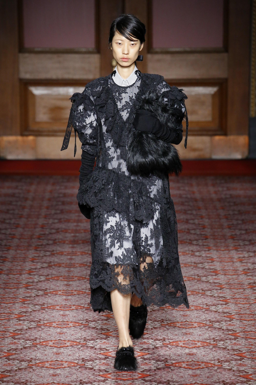 simone-rocha-london-fashion-week-fall-2018-rtw-2.jpg