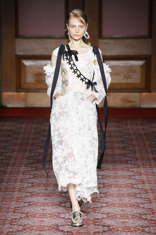 simone-rocha-london-fashion-week-fall-2018-rtw-4.jpg