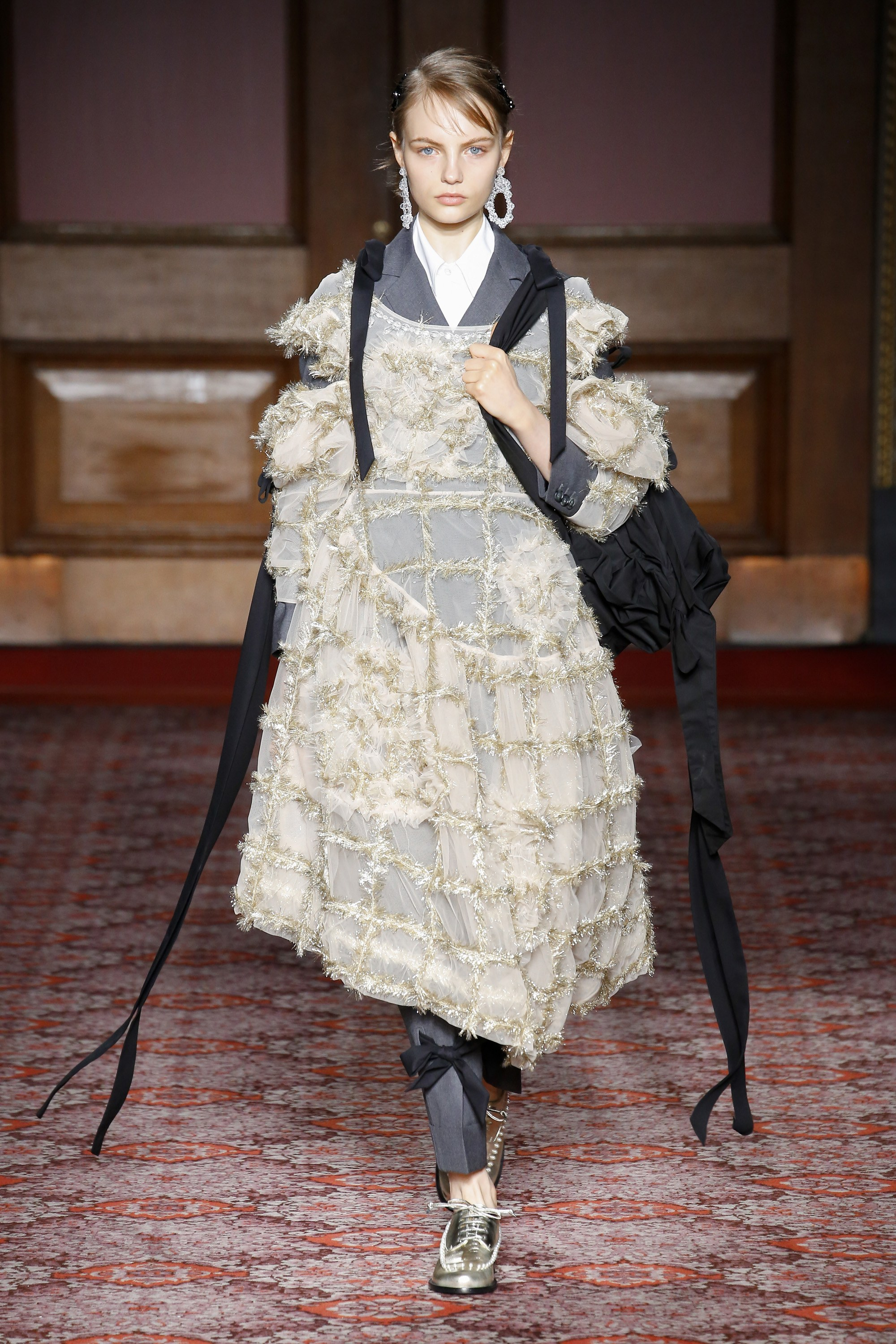 simone-rocha-london-fashion-week-fall-2018-rtw-12.jpg