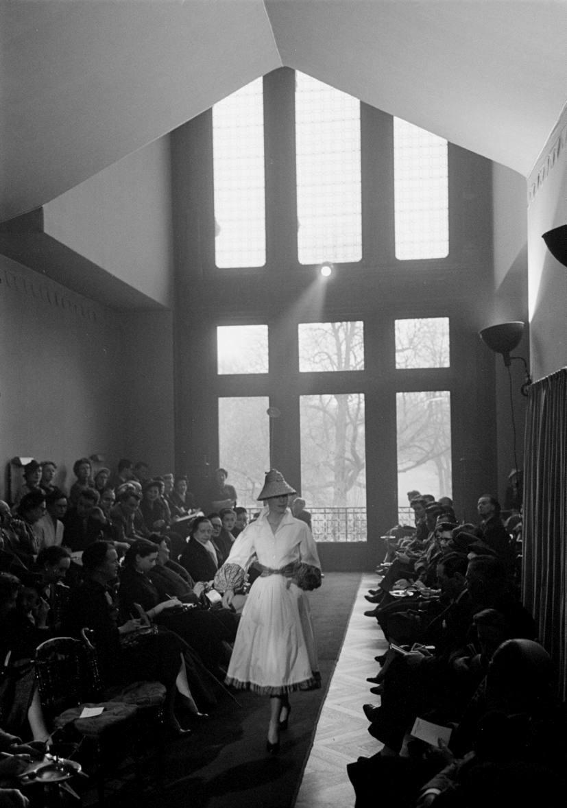 hubert-de-givenchy-debut-collection-february-1952-3.jpg