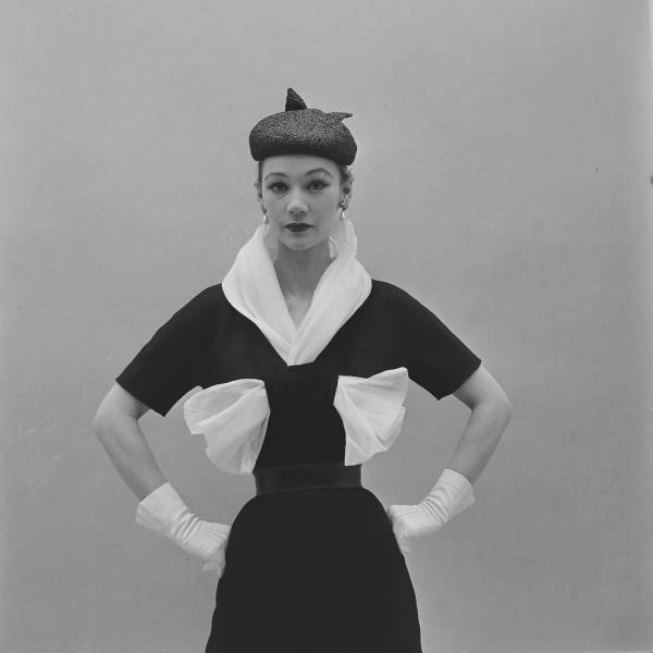 hubert-de-givenchy-debut-collection-february-1952-2.jpg