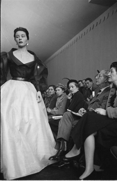 hubert-de-givenchy-debut-collection-february-1952-1.jpg