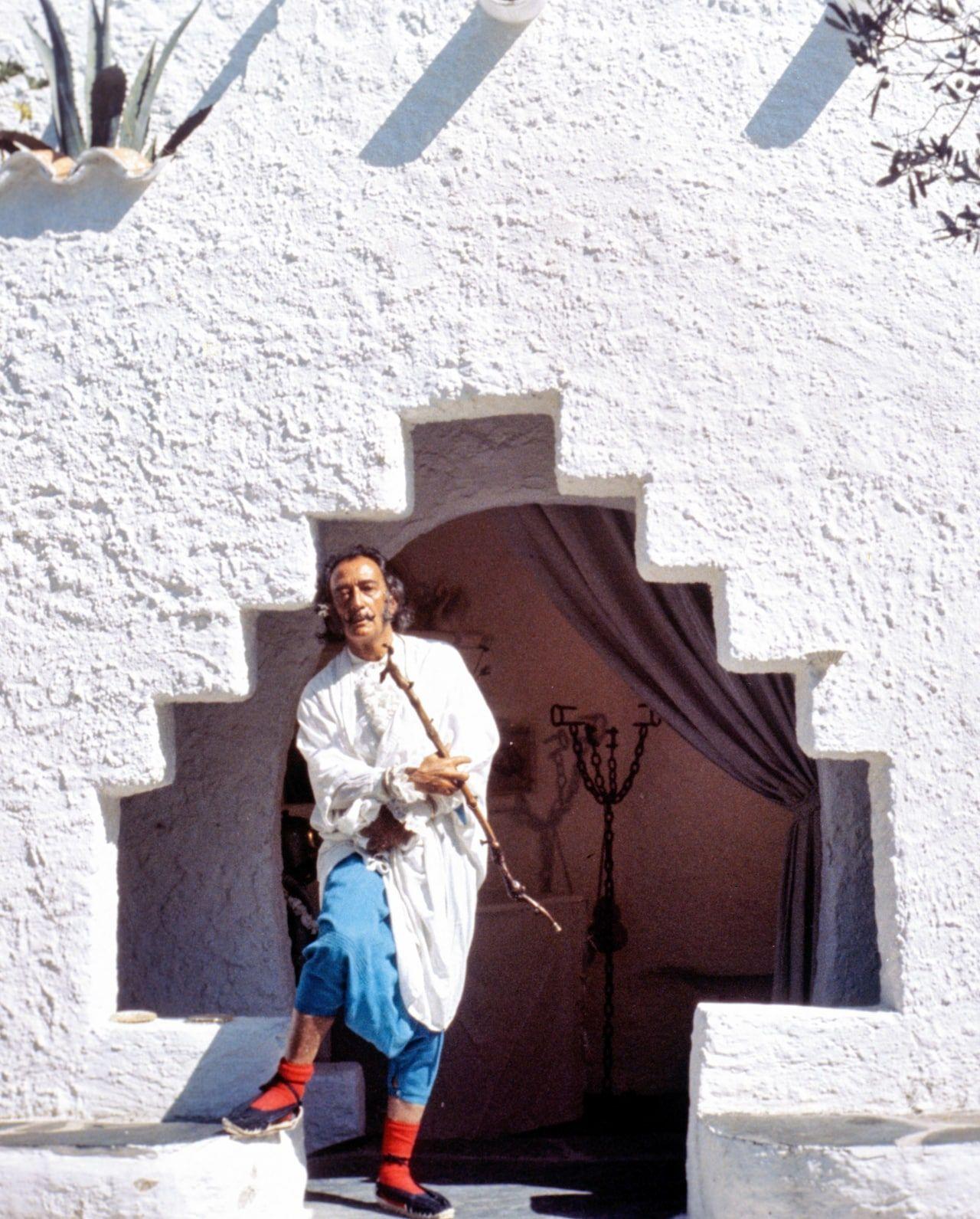 Memo from Salvador Dalí Re: Espadrilles