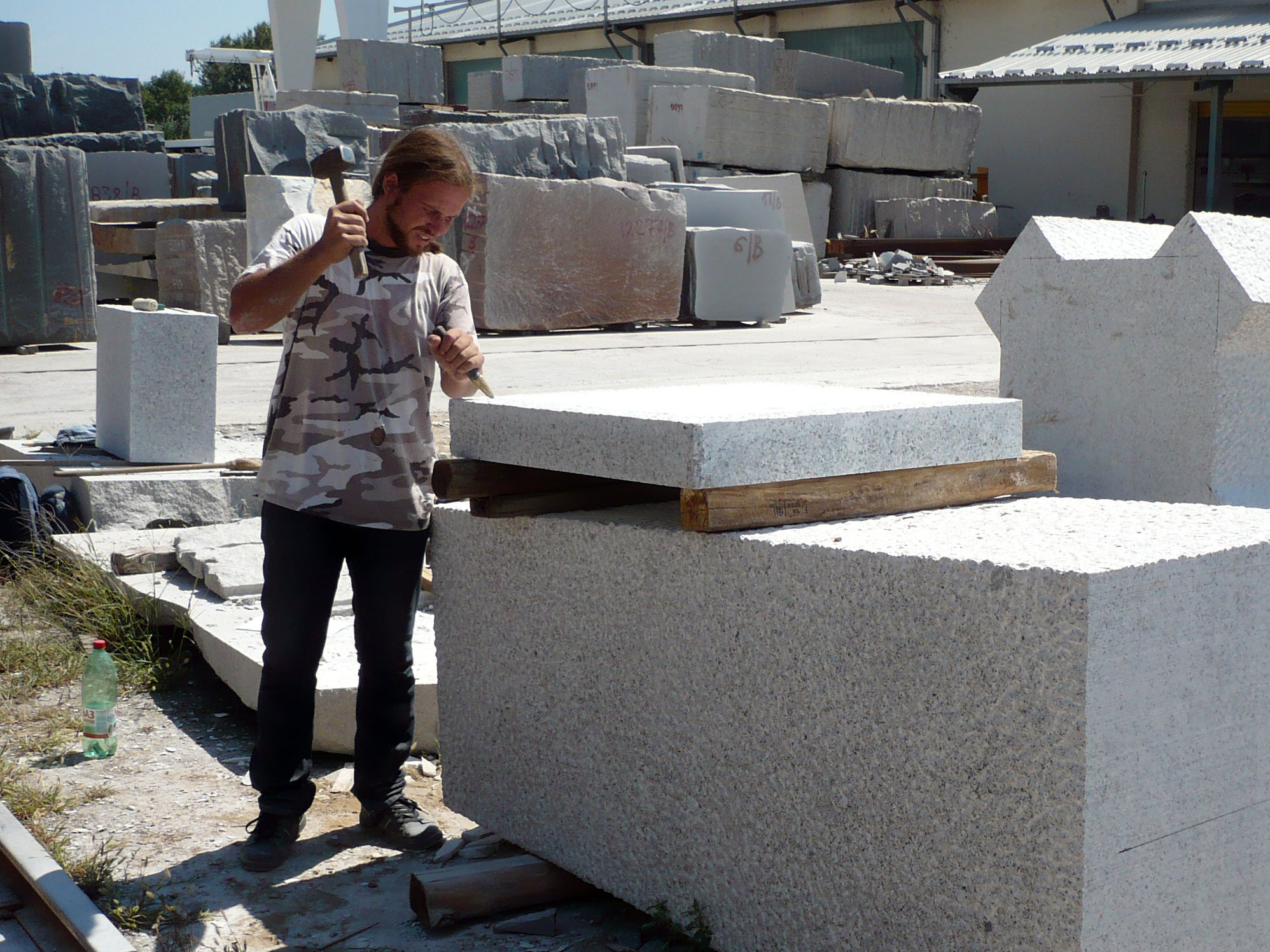 UGallery sculptor Ivan Markovic working with stone