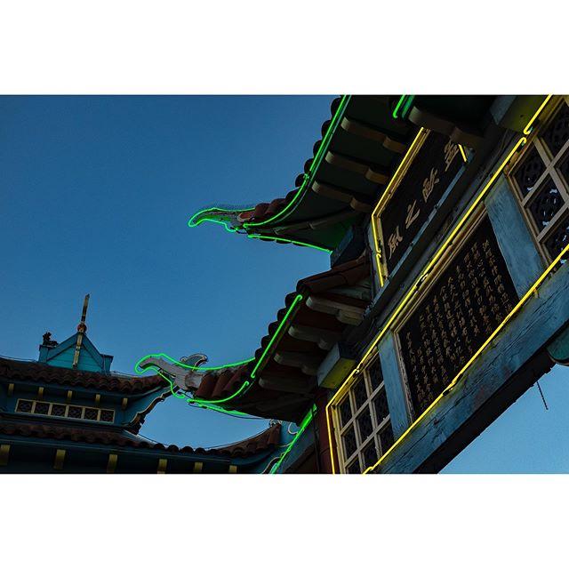 Chinatown #fujifilm . . . . . #fujixshooters #fujixseries #fujixt100 #fuji_xseries #fujifans #cityshots #laphotography #streetphotography #urbanphotography
