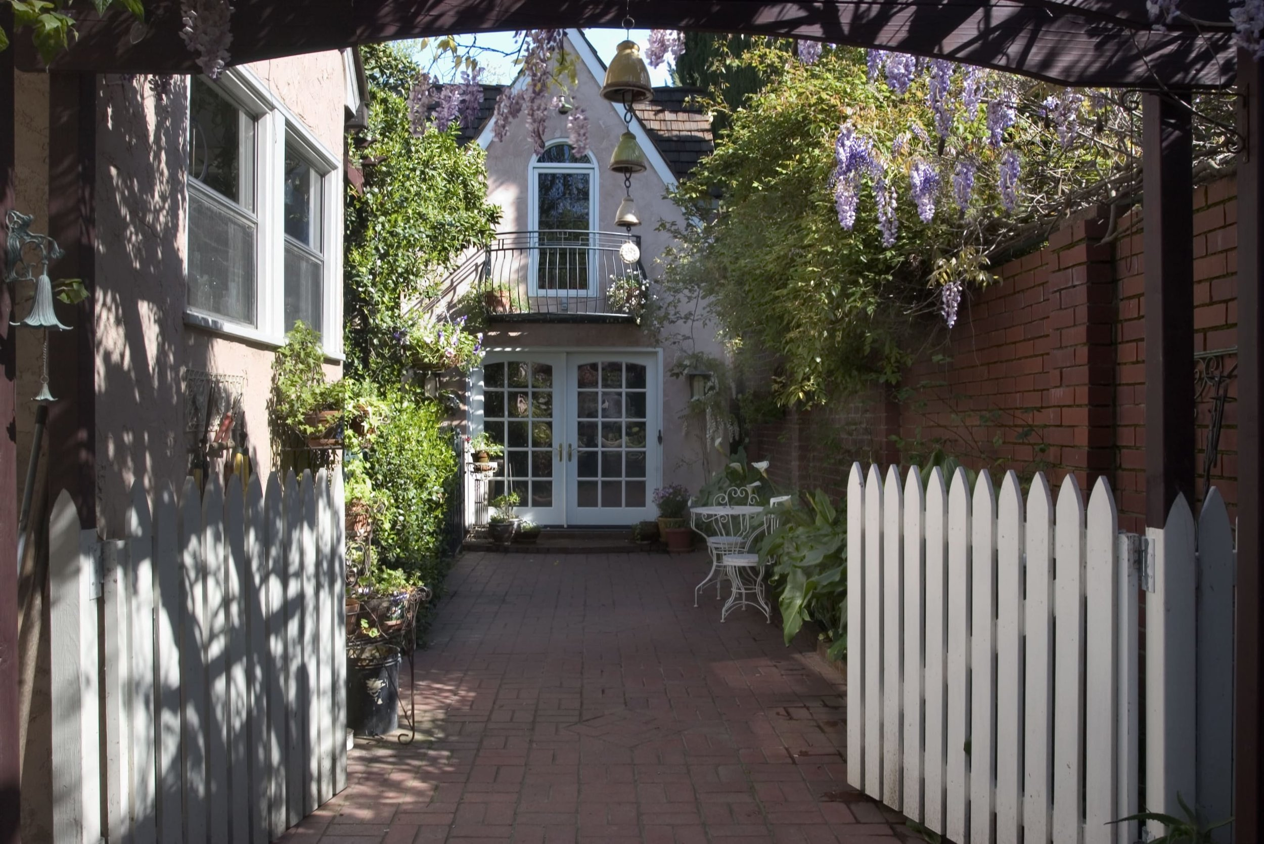12th Avenue Guesthouse