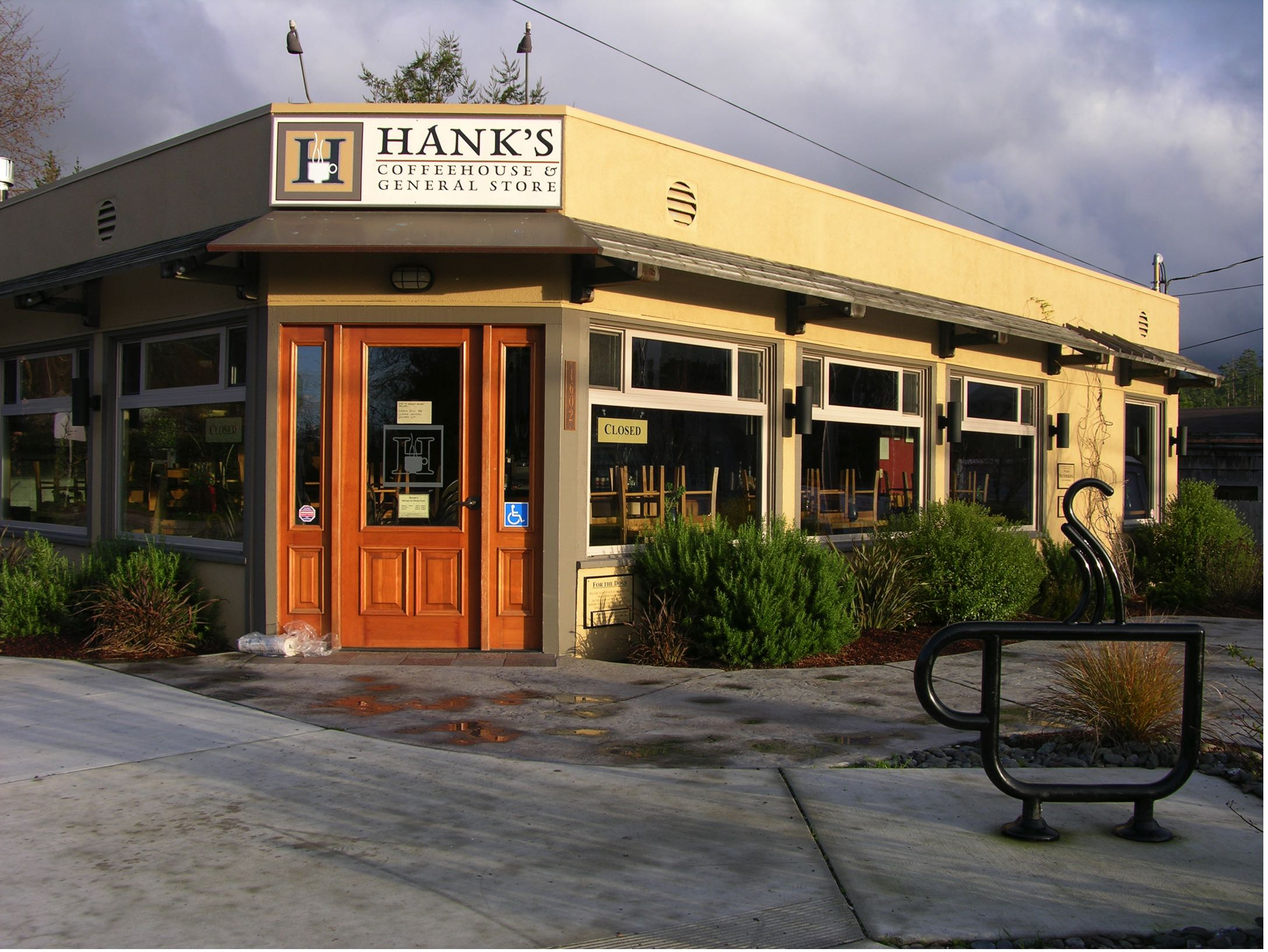 HANK'S COFFEEHOUSE