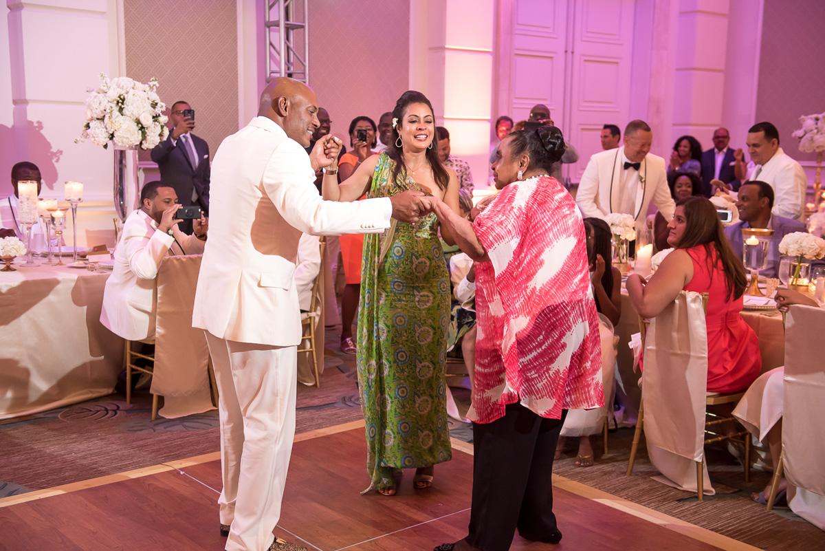 Wedding-in-St-Regis-Hotel,-Courtney-&-Less-0147.jpg