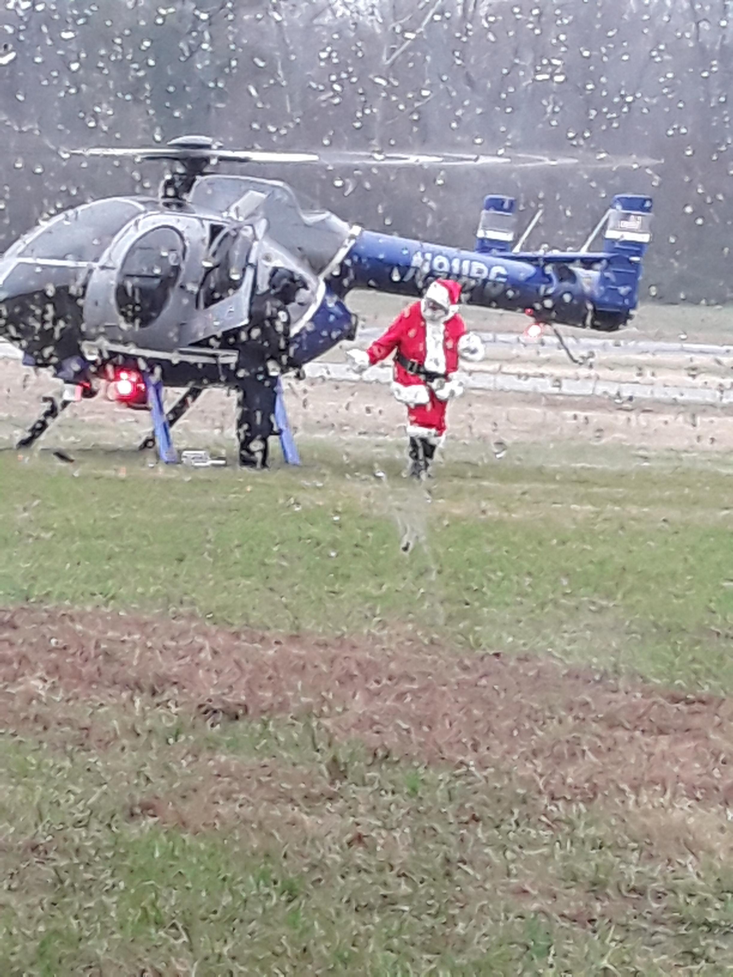 santa off helcopter 20181201_123125 (1).jpg