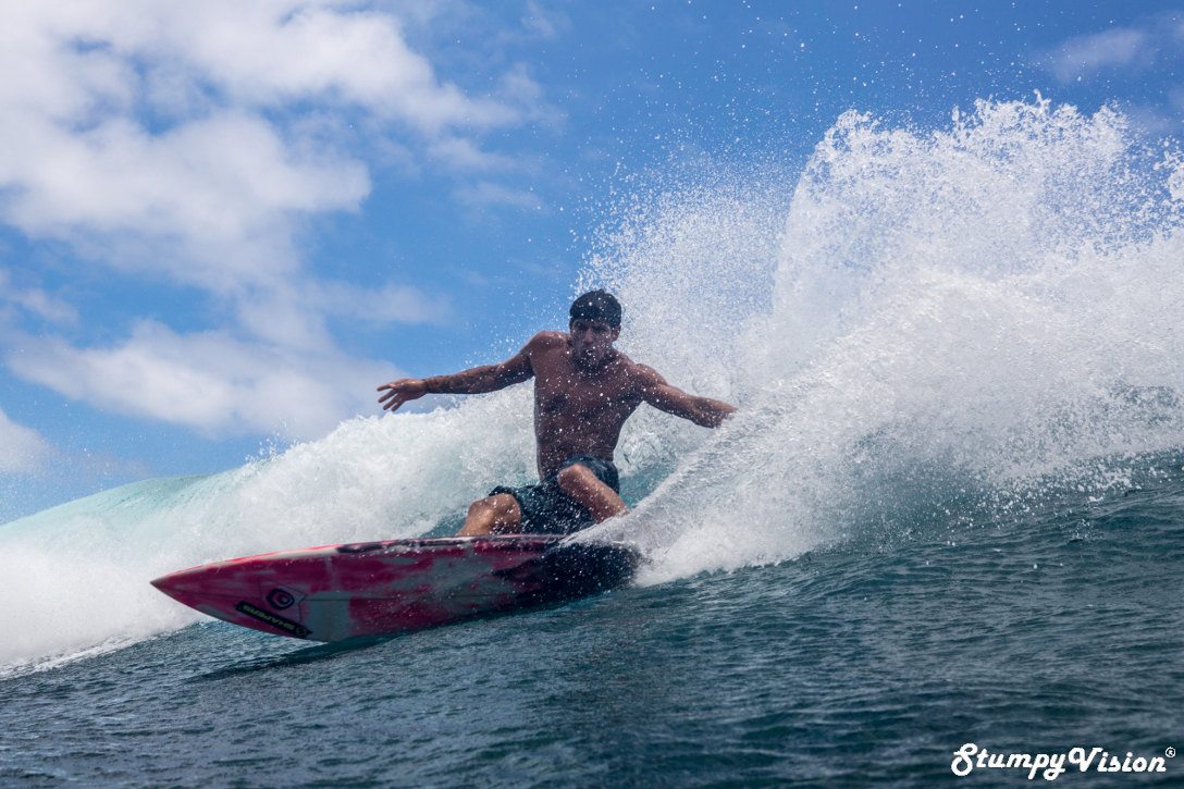 Skills that were honed in the right hand pointbreaks of Playas, Ecuador. Textbook Gato power surfing.