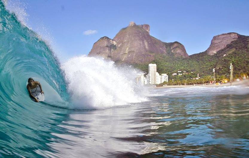 Classic São Conrado, slabbing pits and beautiful backdrops. Alessandro Leroy loving the Favela life.