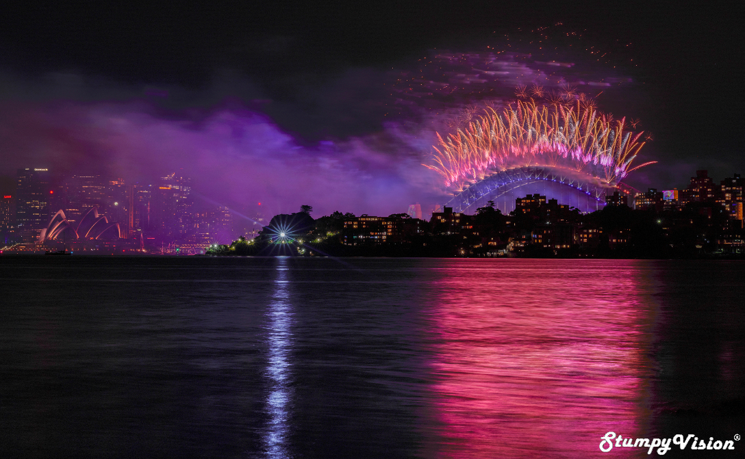 The greatest fireworks show on earth? The un-cropped version of the cover photo, totally in love with the colours on this one. Settings: Aperture F11, Exposure 3.2 secs & Iso 100.