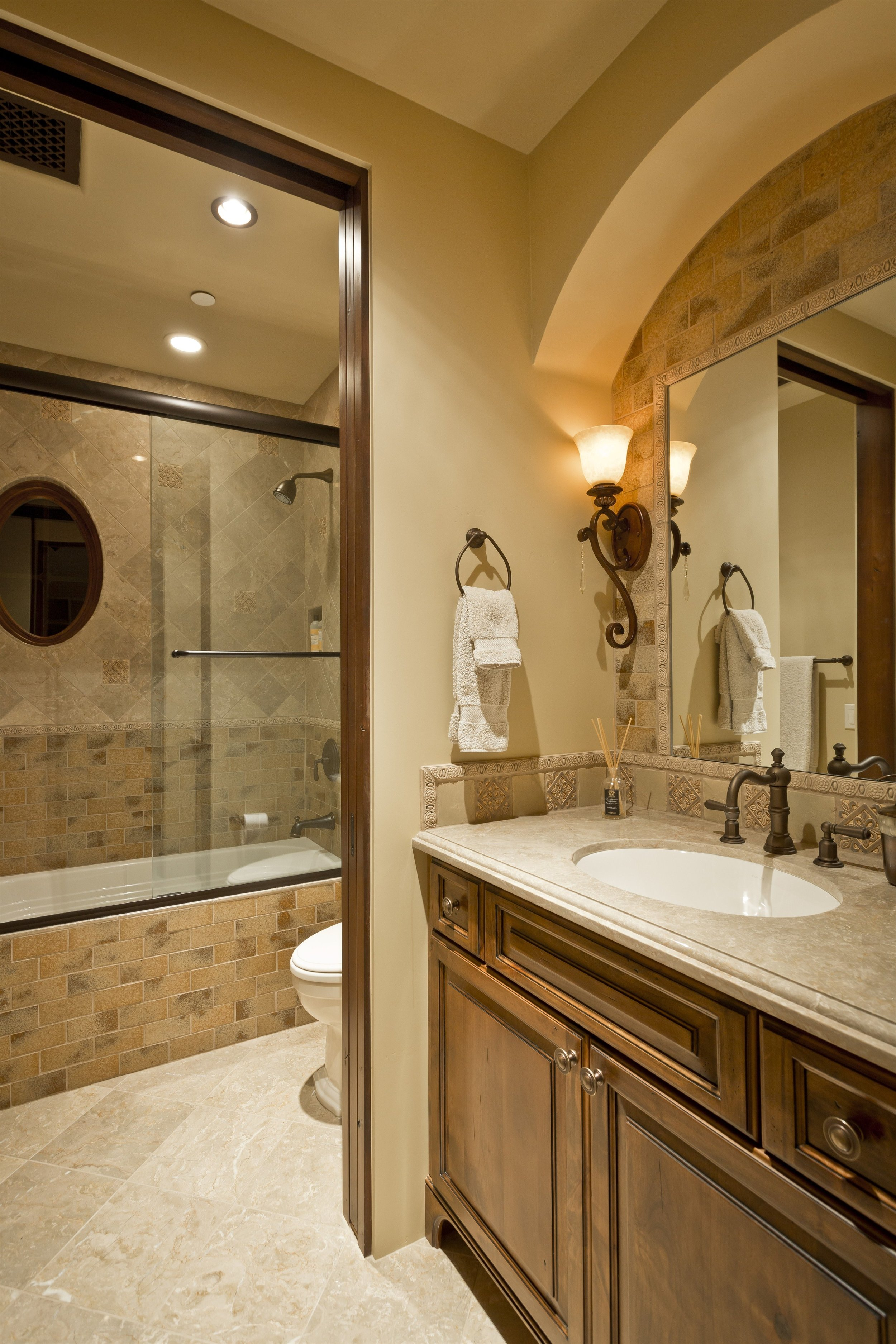 025_Bathroom.jpg