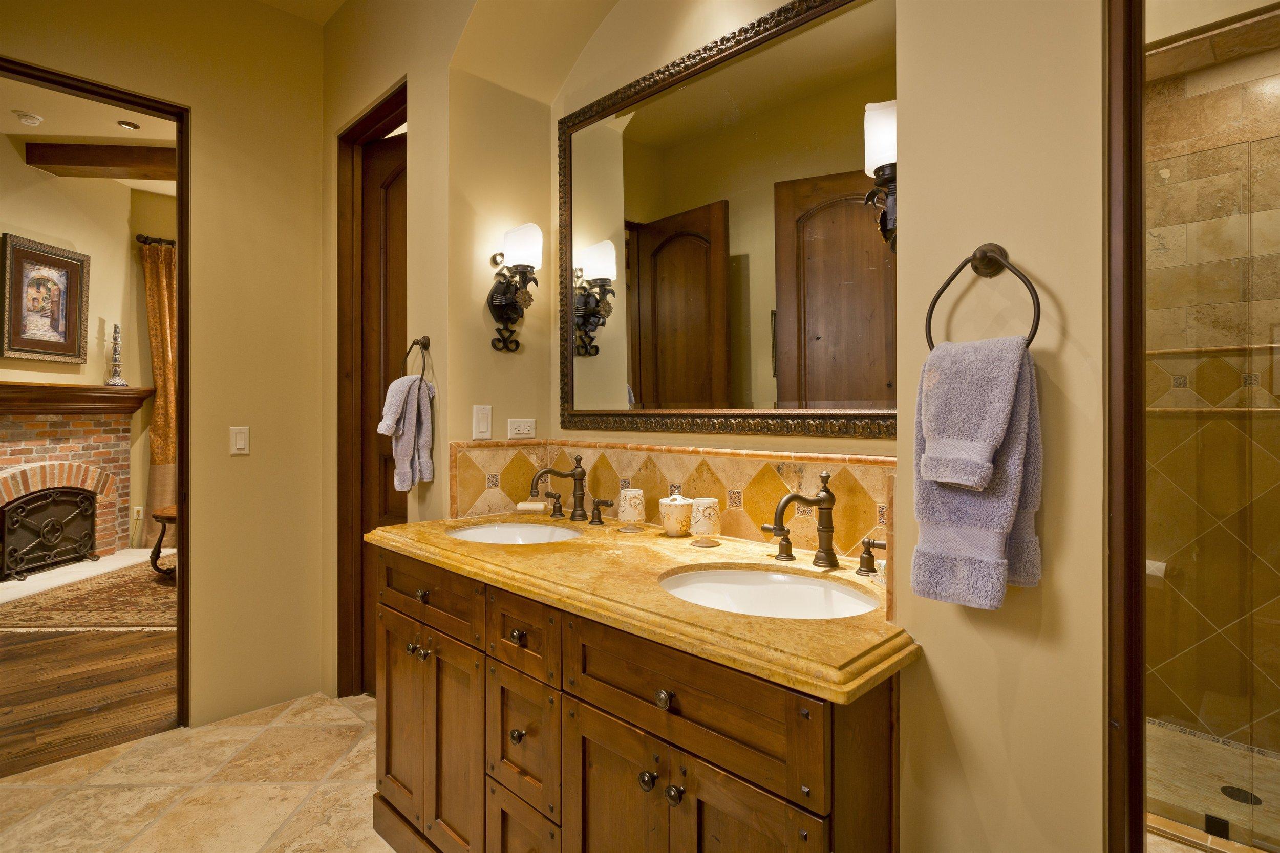 028_Bathroom.jpg