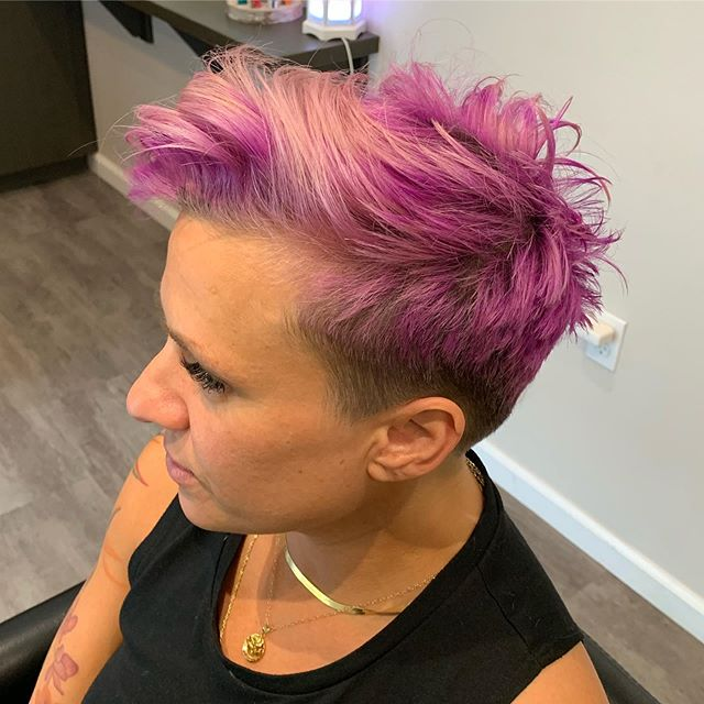 Oh how we love this client. A hairstylist in Boston is going to be so lucky when she picks them. Took some length and cleaned up this beauty. Styled with Neuma Texturizer. @yogicrockett #glrsalon #nuema #nontoxichaircare