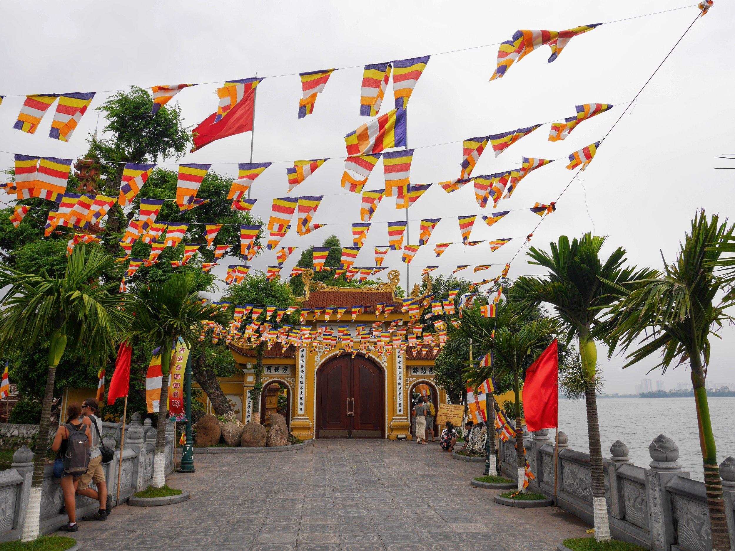 buddhist temple oldest hanoi