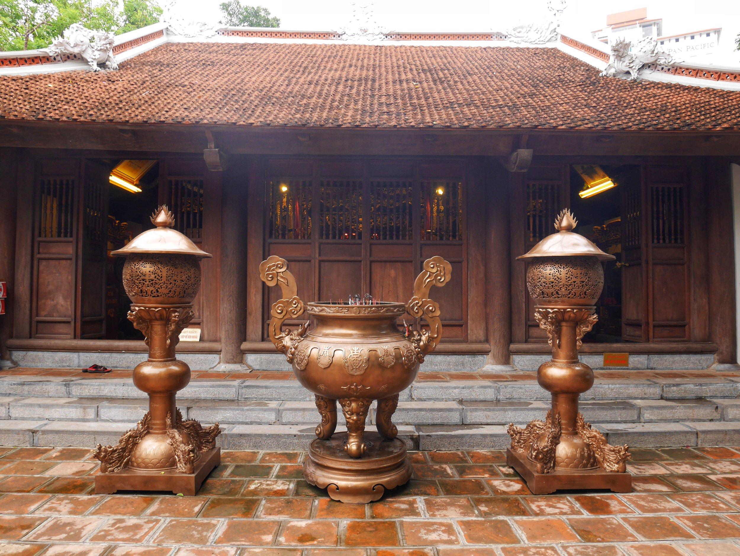 taoist temple in hanoi vietnam