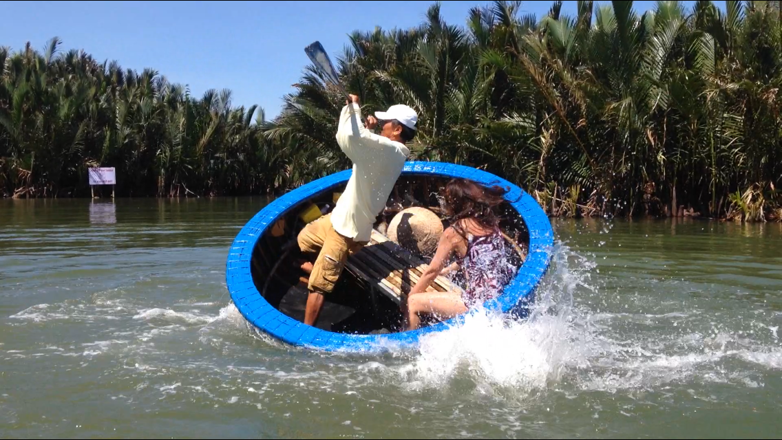 Basket Boat swing, extremely fun experiences in Hoi An