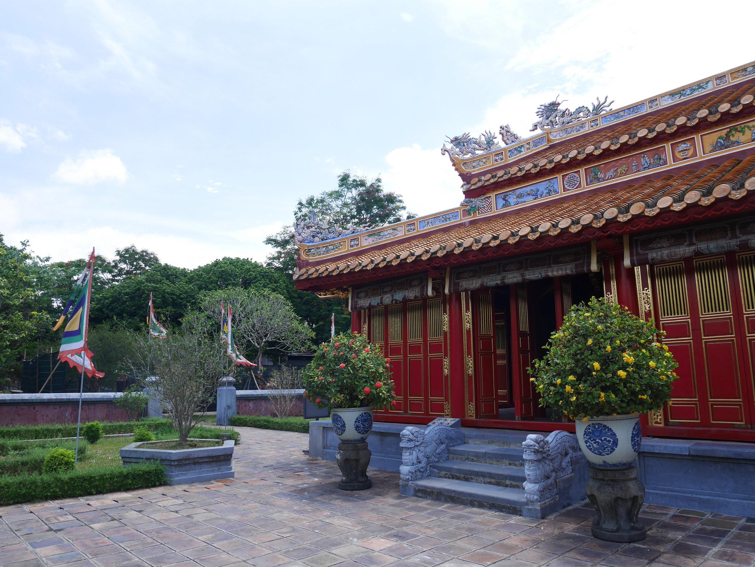 forbidden purple city imperial palace vietnam