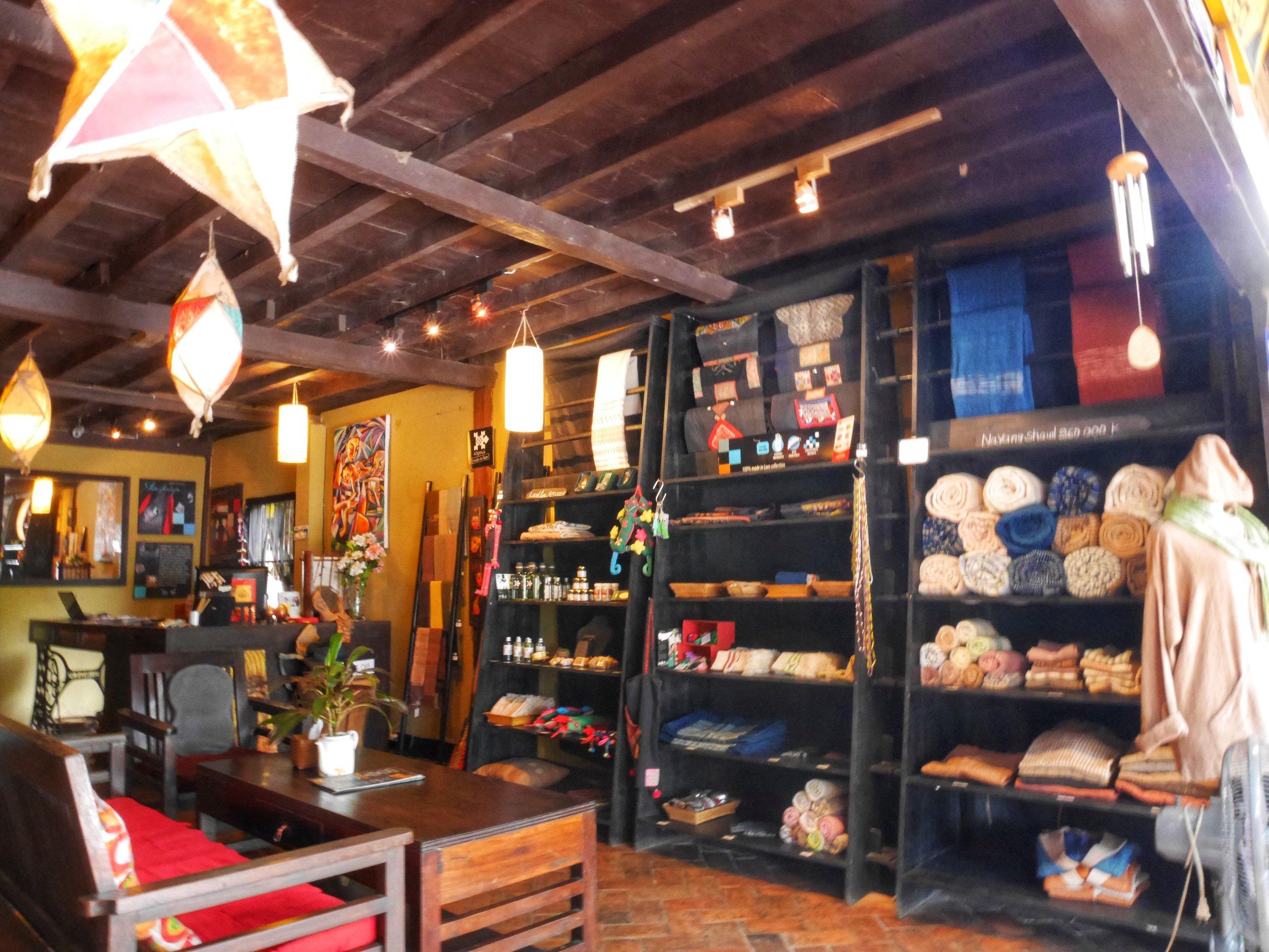 Letranger book & tea cafe, Luang Prabang