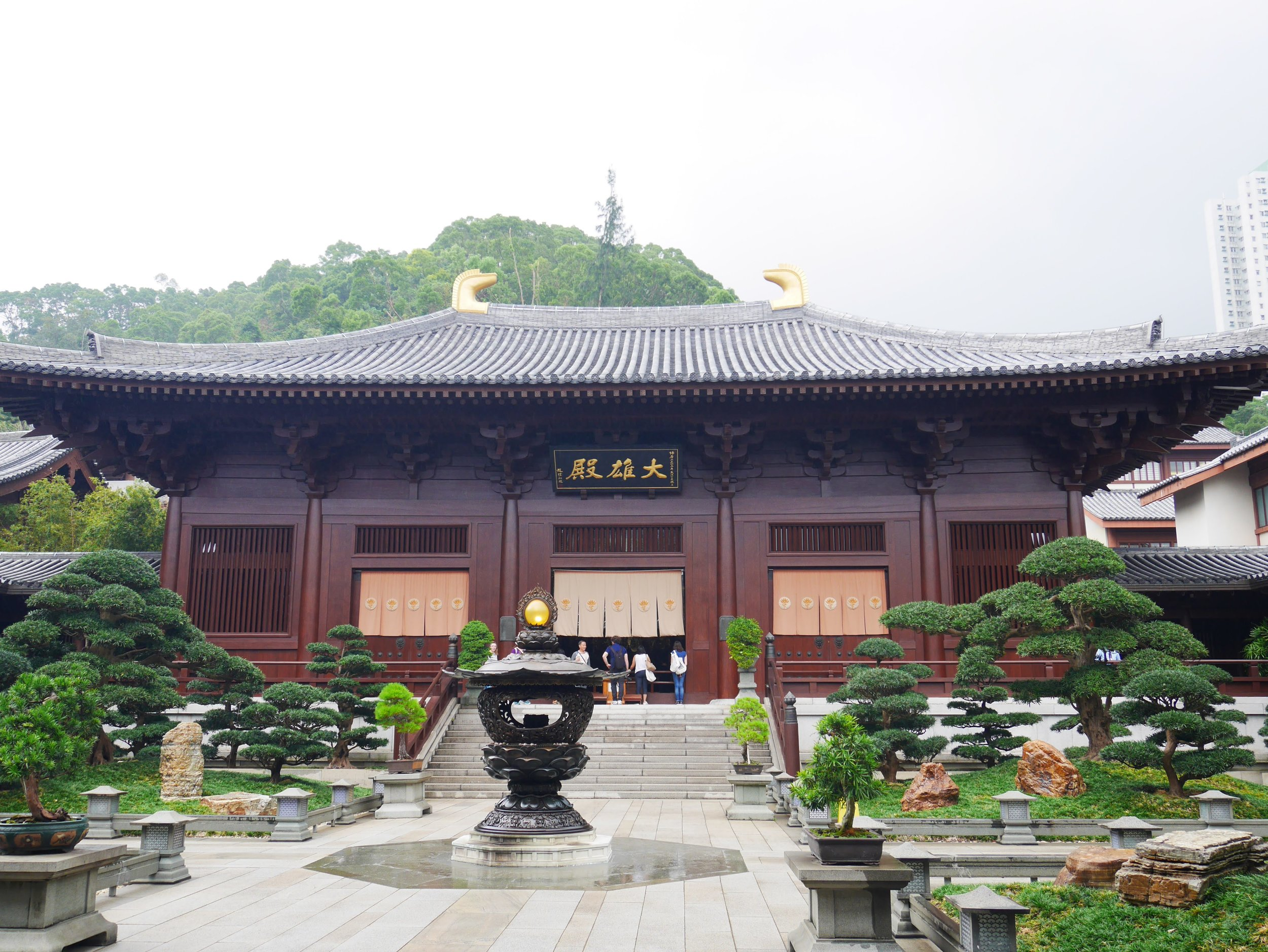 The temple halls at the Chi Lin Nunnery are made entirely of wood without the use of a single nail.
