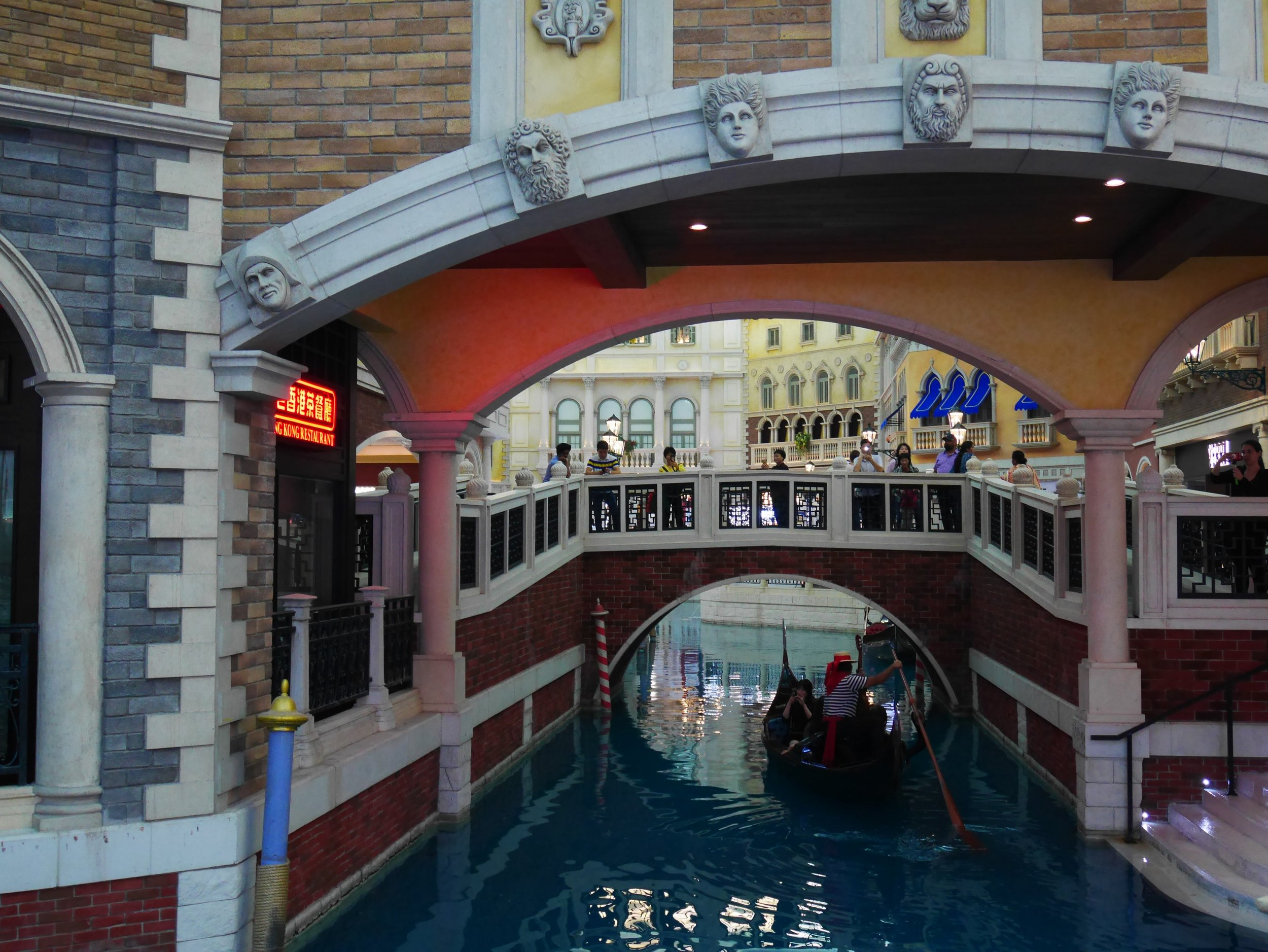 there are many shops and restaurants at the canal area of the Venetian Macau