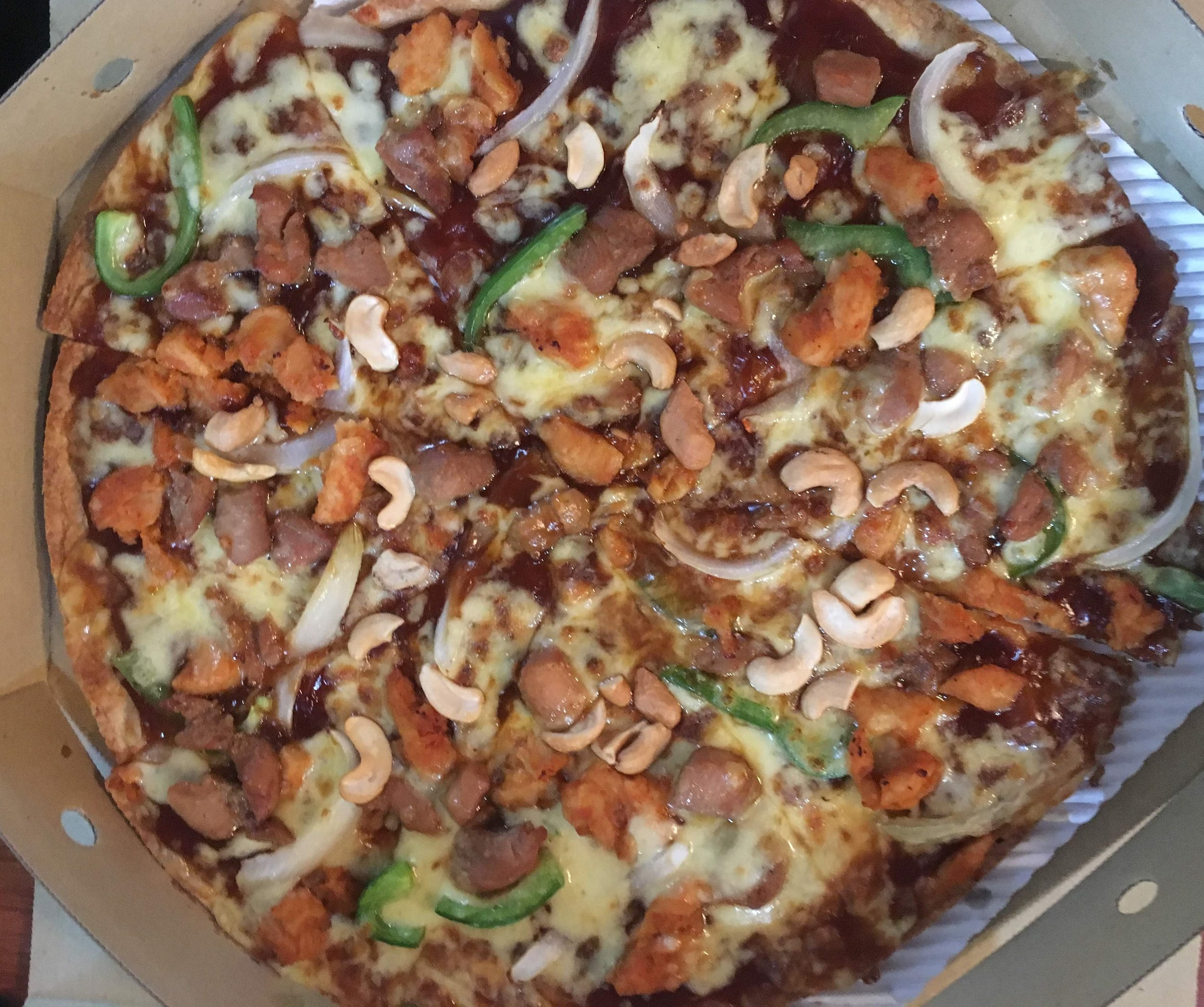 kung pao cashew chicken pizza