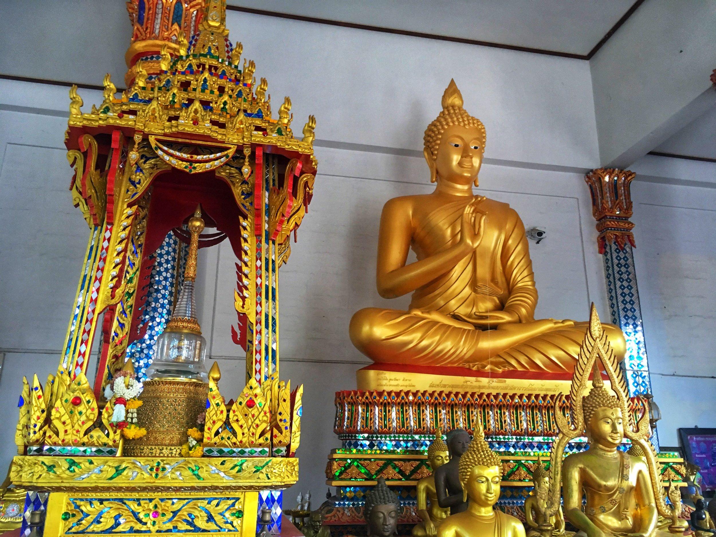 Buddha statues inside Wat Koh Larn